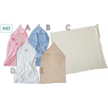 Бебешко одеяло с качулка бяло